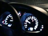 Спор двух Audi за звание быстрейшего в уличных гонках.
